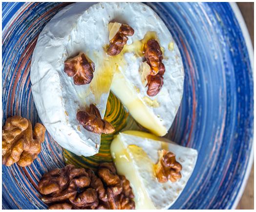 Camembert rôti au miel et noix